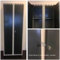 Dobbeltskab/parskab Skråt tag 2x300mm Blå dør med cylinderlås